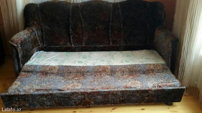 Bakı şəhərində divan, acılır, şekilde gösterilib