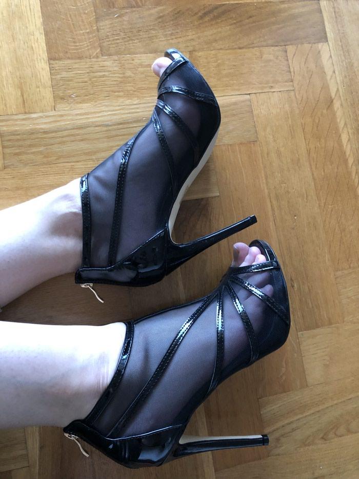 Lakovana koža, sandale bukvalno obuvene jednom. 40broj. . Photo 3