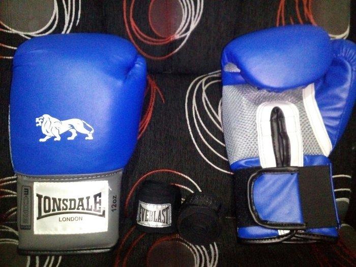 Rukavice sluze za kik-boks/ boks rukavice su nove, ne koriscene i u pe - Kovacica
