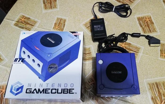 Πωλείται παιχνιδομηχανή Nintendo Gamecube σε άριστη κατάσταση (λείπει μόνο το χειριστήριο!)