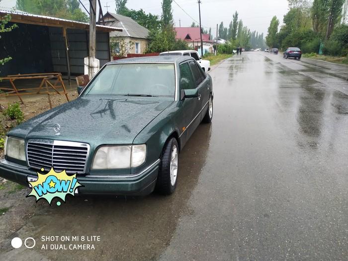 Mercedes-Benz E 200 1995. Photo 0