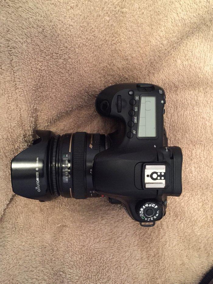 Bakı şəhərində Canon foto video aparat. Satısda 3000mın manatdan coxdu. Men. 1300 man