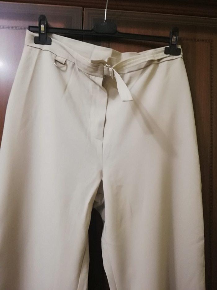 Zenske pantalone u krem boji, 2 puta nosene Veci broj. Photo 1