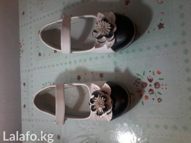 Туфли бело черные на липучке, новые. размер 35. в Бишкек