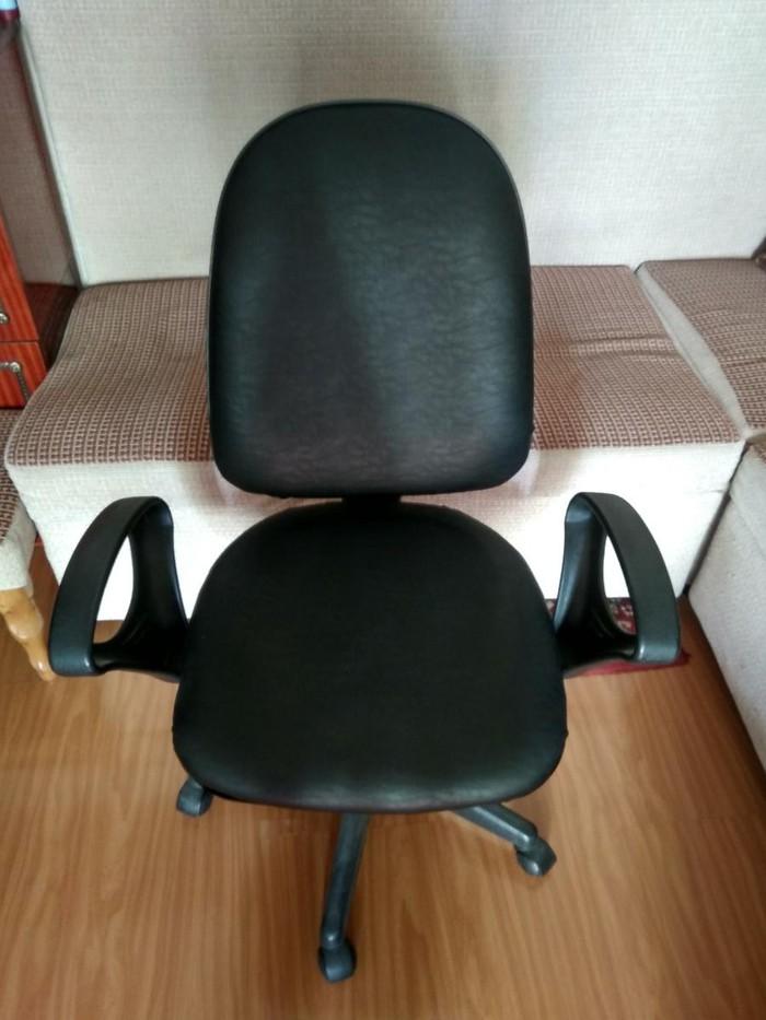 Продаем 2 кресла(кожаные), 3000 и 2000 сом, состояние очень хорошее!. Photo 0