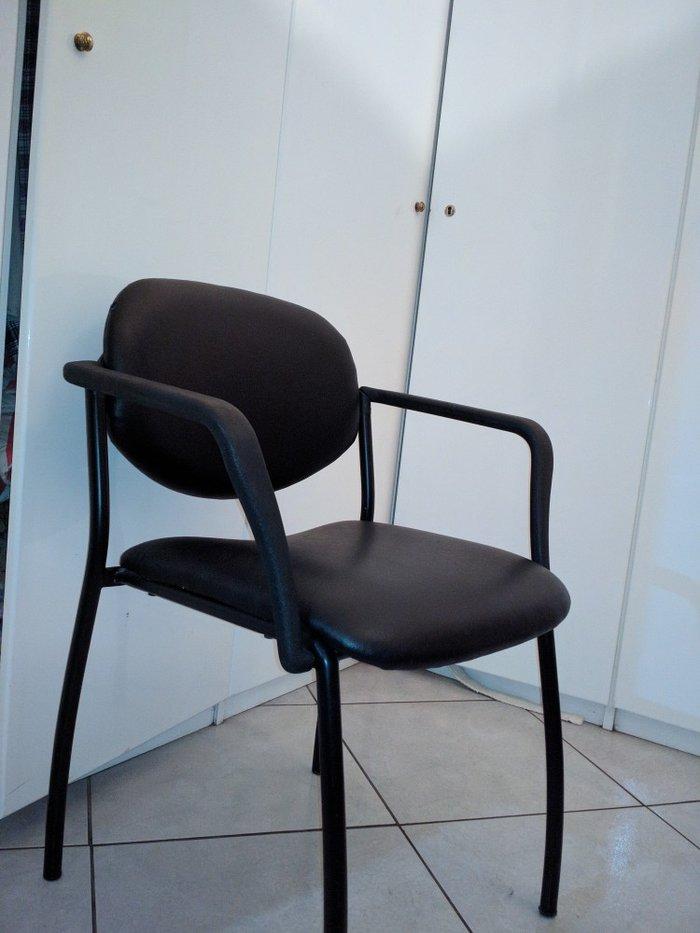 Πωλείται καρέκλα μαύρη σε εξαιρετική κατάσταση, ελαφρώς μεταχειρισμένη. Photo 2