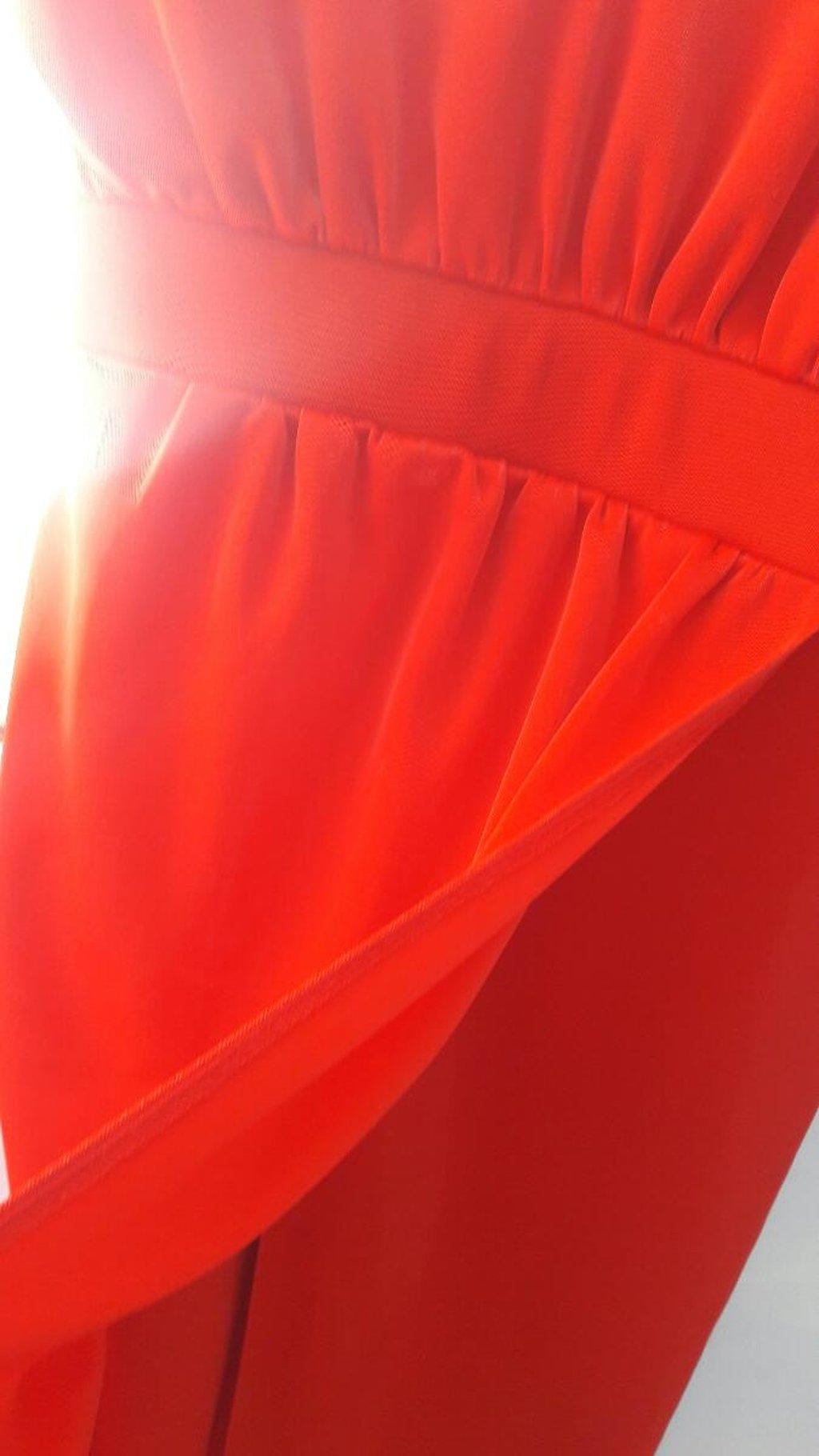 Haljina duga od prelepog materijala