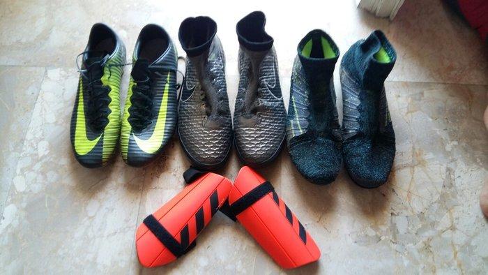 Τα ποδοσφαιρικά παπούτσια είναι σε. Photo 0