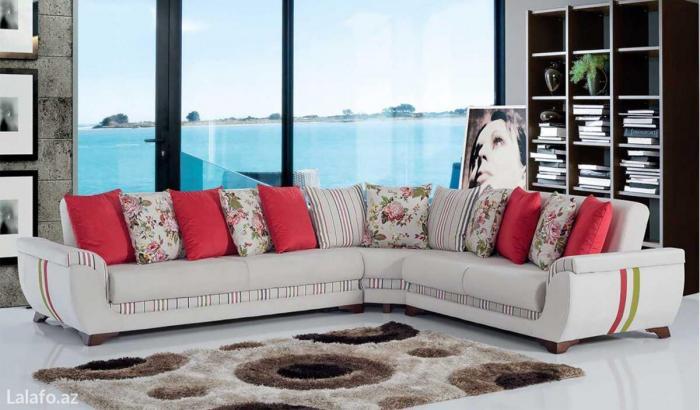 Bakı şəhərində Kunc divani roza   rengli ve qırmızı paduskalarla   Ölçüsü 2-2,5 m Par