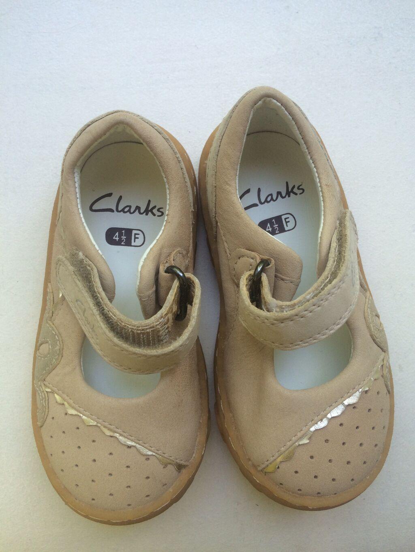Продаю обувь фирмы Clarks р-р 21-22 на узкую ношку