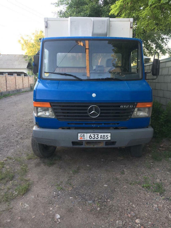Продаю Мерседес Бенц 612 грузовой холодильник мест 3 цвет синий