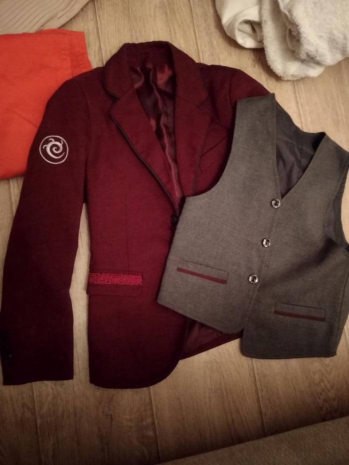 Школьная форма. Пиджак и жилетка на мальчика 1-2 кл. 100 сом . Photo 0