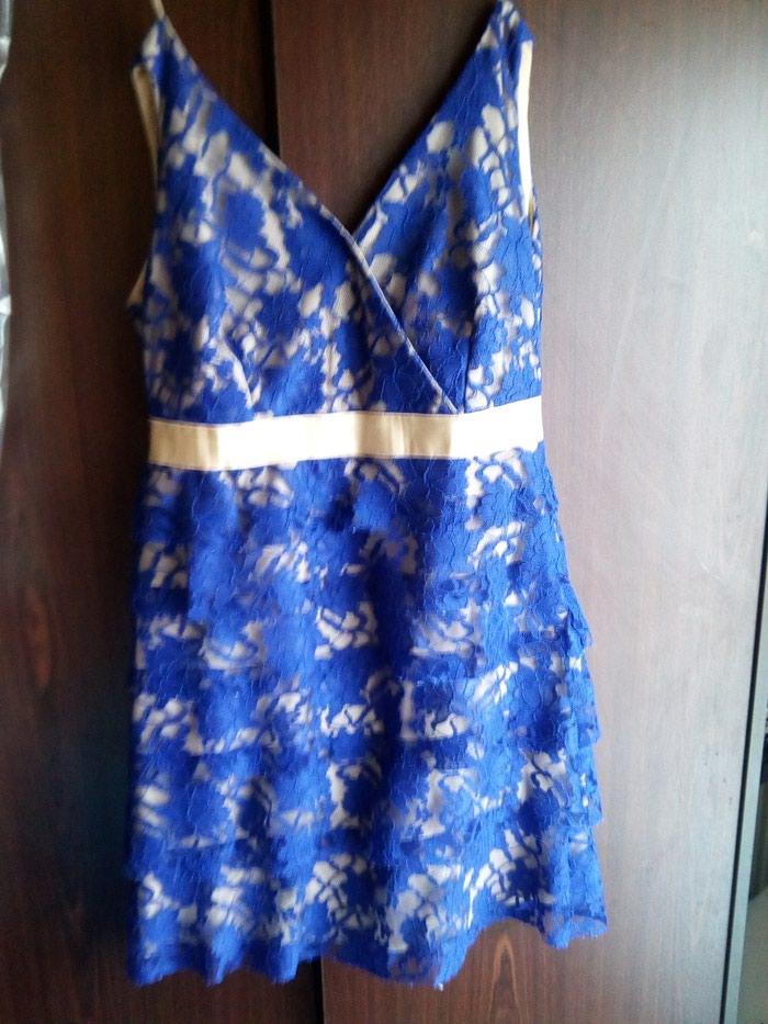 Μπλε φόρεμα με δαντέλα με χρυσές λεπτομέρειες.queen fashion no medium. Photo 1