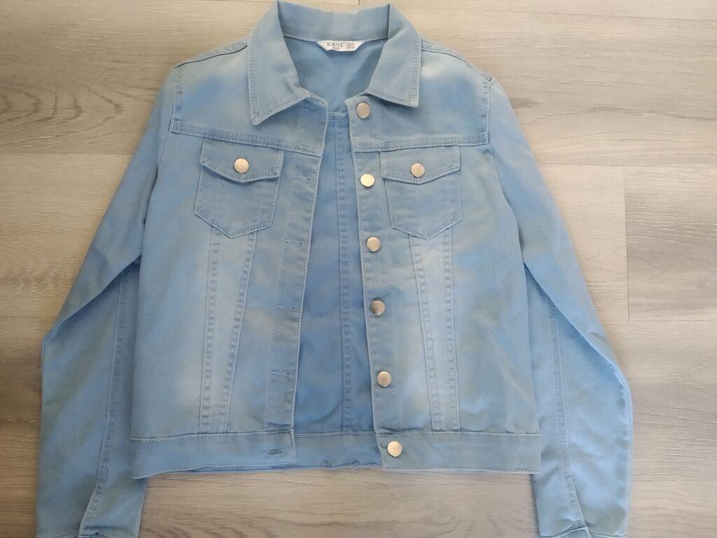 Продается джинцовая лёгкая куртка. Цена 700 сом. Размер 42: Продается джинцовая лёгкая куртка. Цена 700 сом. Размер 42