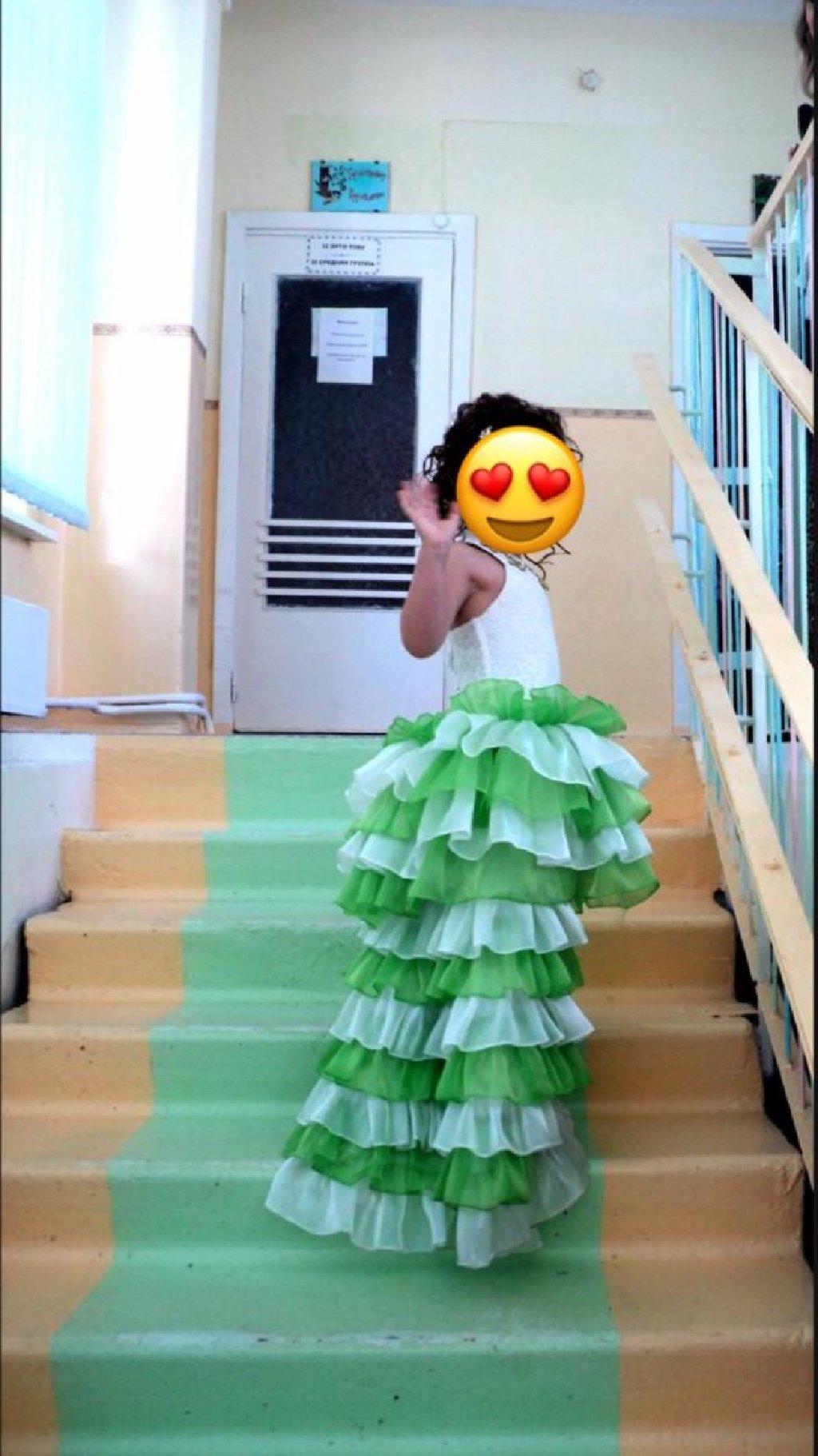 Шикарное платье со съемным шлейфом. Шили на заказ. На 6-8 лет. 800 сом: Шикарное платье со съемным шлейфом. Шили на заказ. На 6-8 лет. 800 сом