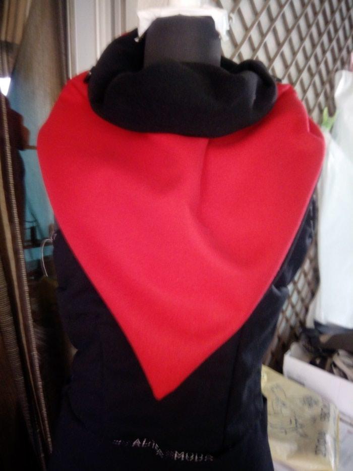 Μοντέρνο κασκόλ λαιμού ντουμπελφας και μαύρο κόκκινο σε Βόλος