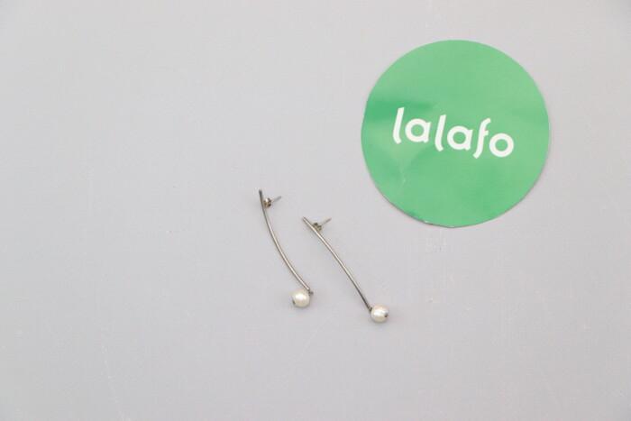 Сережки-цвяшки з перлинками   Довжина: 5 см  Стан гарний по цене: 39 UAH: Сережки-цвяшки з перлинками   Довжина: 5 см  Стан гарний