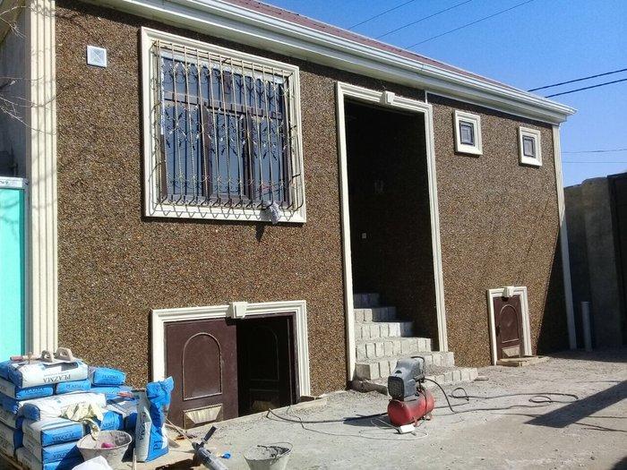 Xırdalan şəhərində Evlerin nemden qorunması ucun balıgqulagı ile fasadlar yıgılır. 20 il