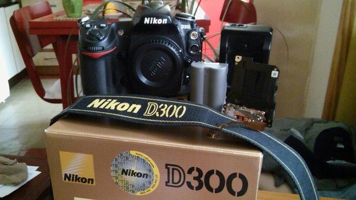 Nikon d300, lepo ocuvan, zamenjena zavesica sa kojom nema vise od 7-80 ...