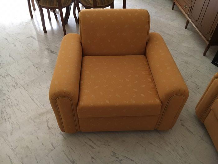 Σαλόνι : Τριθέσιος καναπές 2 πολυθρόνες 3 τραπεζάκια 2 λάμπες . Photo 1
