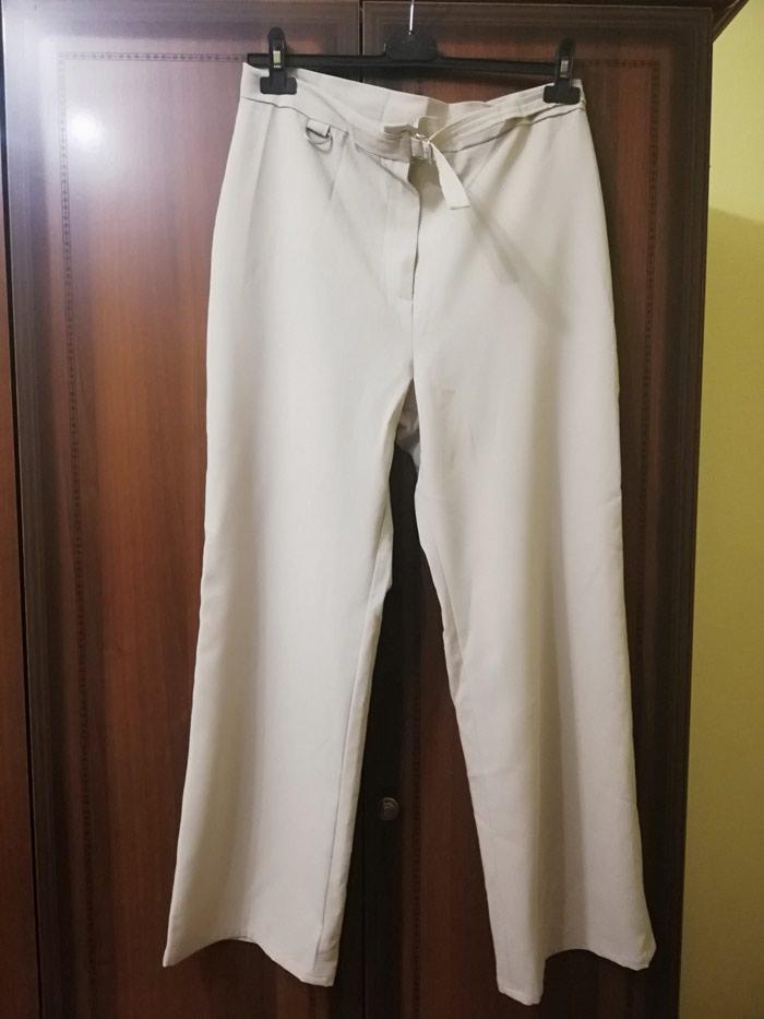 Zenske pantalone u krem boji, 2 puta nosene Veci broj. Photo 0