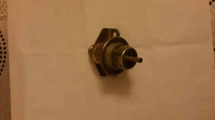 Benzin klapanı Клапан обратки бензина. Photo 0