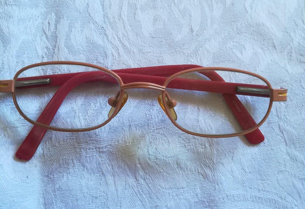 Kvalitetan dečiji okvir za naočare Garfield , nošen narandžasto-crvene boje, nošen ali nije nigde oštećen, super stanje