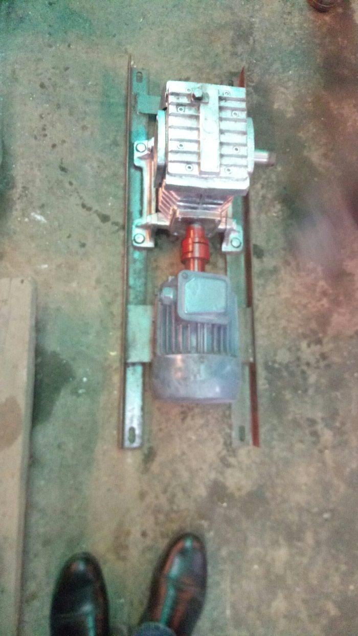 Motor reduktor . reduktorun ötürmesi 40/1 çixiw dövrü 35dövr/deq. Photo 1