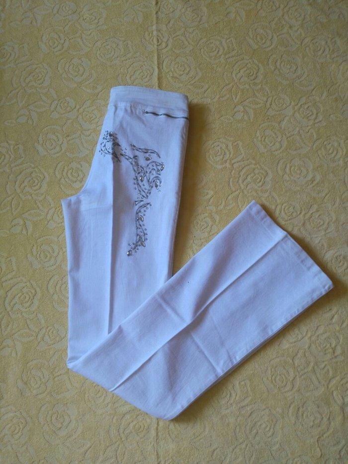Bele pantalone.Kupljene su u Italiji,nosila sam ih jedanput.Velicina - Beograd