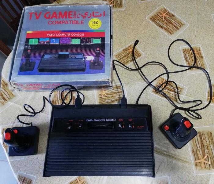 Πωλείται κλασική ηλεκτρονική παιχνιδομηχανή στυλ ATARI με δύο μοχλούς και 160 παιχνίδια κλασικά