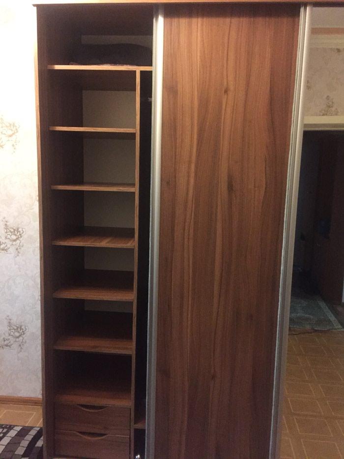 Шкаф купе в отличном состоянии в подарок столик под компьютер в Душанбе