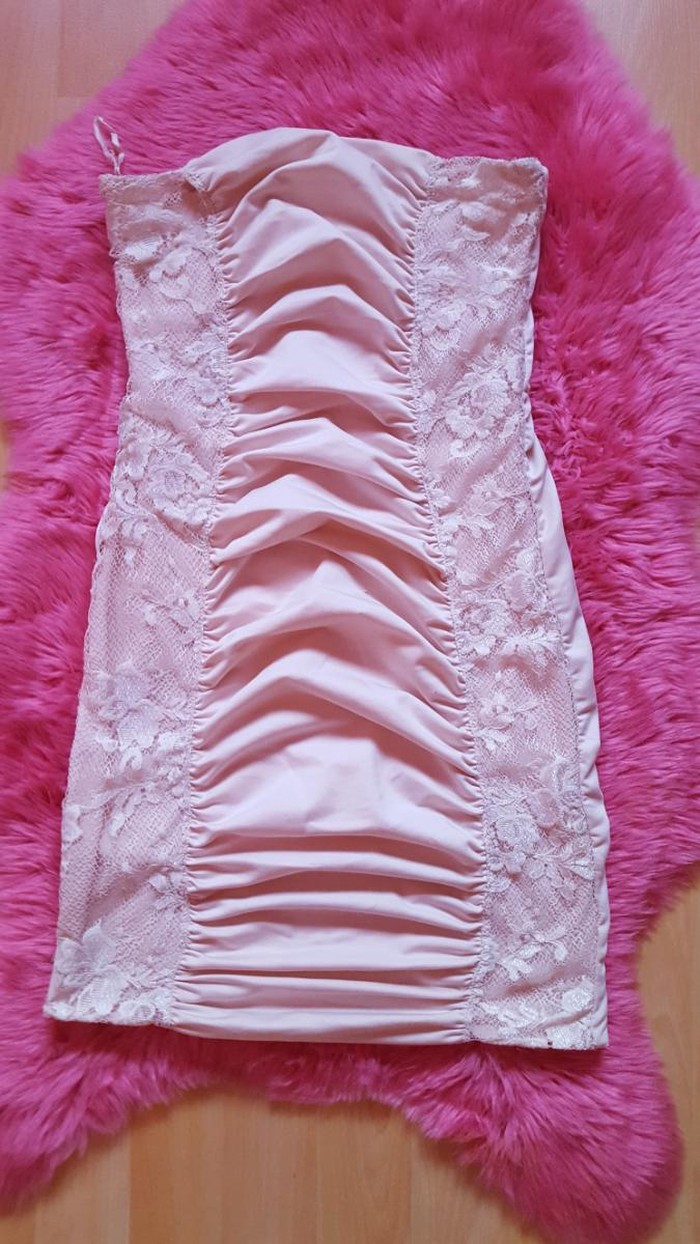 Haljine roze. nosena ali lepo ocuvana. bez ostecenja. vel. s.m: Haljine roze. nosena ali lepo ocuvana. bez ostecenja. vel. s.m