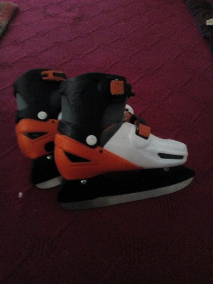 Кроссовки и спортивная обувь. Photo 2