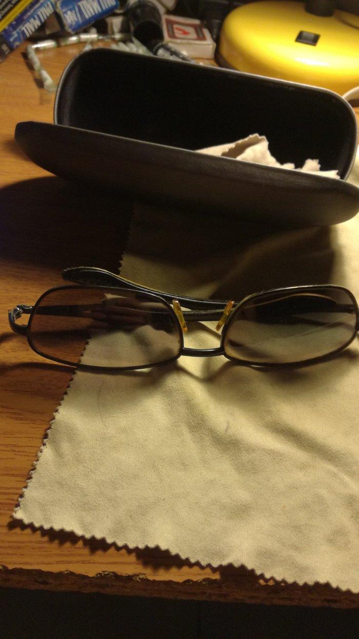 Dark grey sunglasses, case Included σε Χαϊδάρι