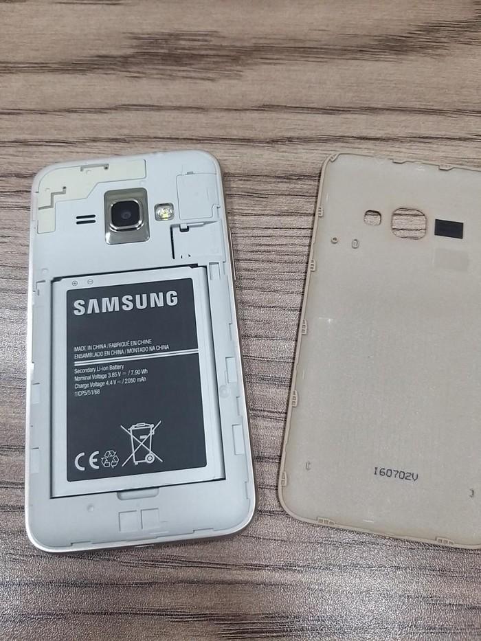 Təmirə ehtiyacı var Samsung Galaxy J1 Duos 1 GB qızılı. Photo 2