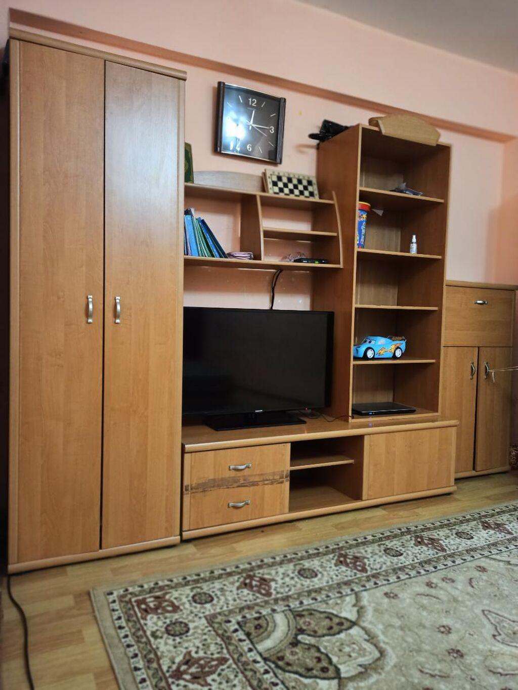 Мебель. Горка для гостиной. ЦЕНА 10000 СОМОВ