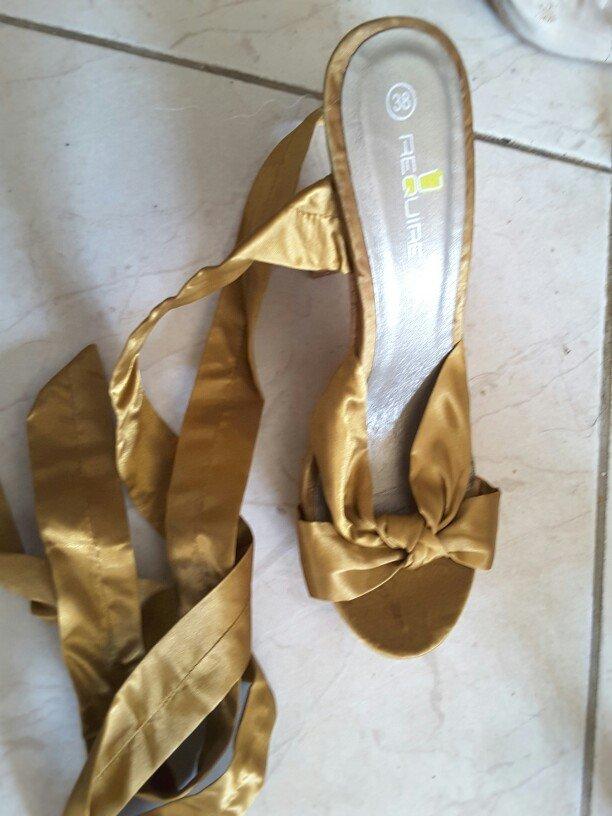 Παπούτσια ολοκαίνουργια... με μεταξωτη κορδέλα που δένουν μέχρι ψηλά σ σε Ξάνθη