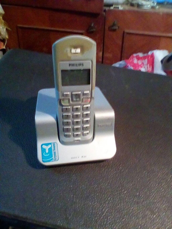 Bezicitelefon,sa punjacem ipunjivim baterijama