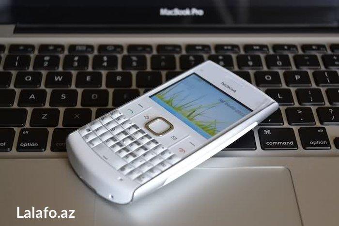 Bakı şəhərində nokia x2 01 telfonu satilir klaviaturalidi. tek problemi ekrani