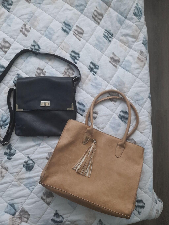 2 torbe u ok stanju samo 400 din obeee!!!! | Oglas postavljen 15 Septembar 2021 02:30:41: 2 torbe u ok stanju samo 400 din obeee!!!!