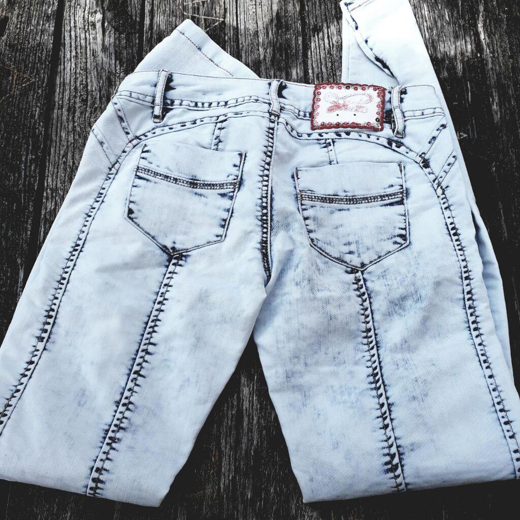 Glostory Jeans farmerke, vel 27,ima 3 posto elastina,sledećih dimenzija:obim struka 76 cm, dužina nogavice bez pojasa spoljna 94cm, original izbeljeni džins,atraktivne