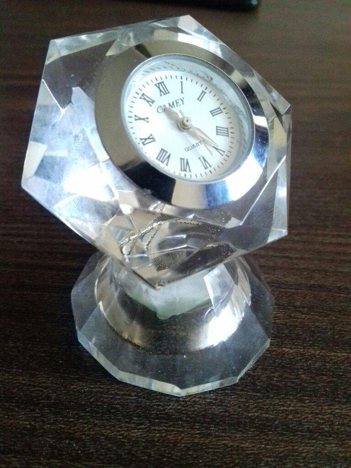 Ostali kućni dekor - Pirot: Prelepi ukras, sat u obliku dijamanta
