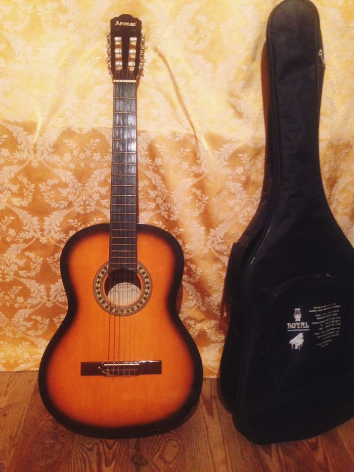 Bakı şəhərində Arenas klassik gitar. Iwletmirem deye satiram 150ye almiwam 100e satir