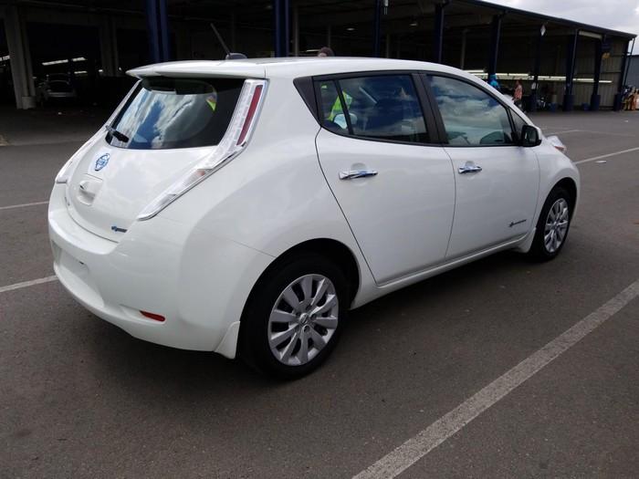 Nissan Leaf 2015. Photo 1