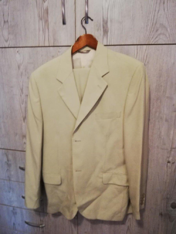 Πωλείται ανδρικό κοστούμι XL σε άριστη κατάσταση ελάχιστα φορεμένο!