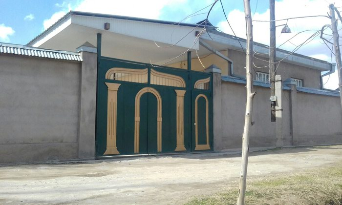 Дом 6 соток Город Вахдат уч бахор 4 ком с подвалом в Бахор
