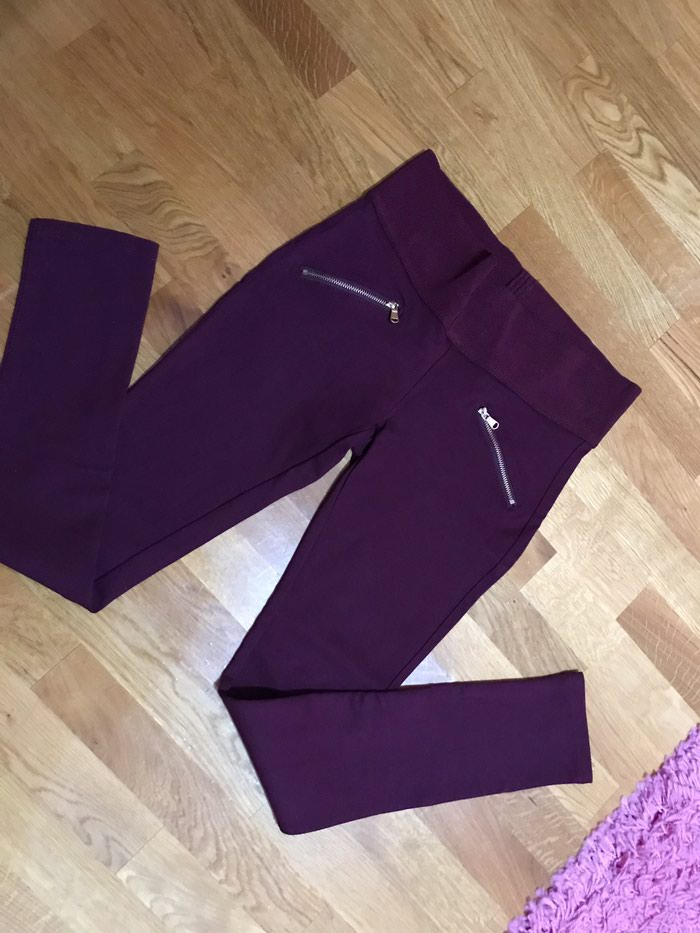 Bordo boja visnje helanke-pantalone lepo stoje uz telp, bez ostecenja