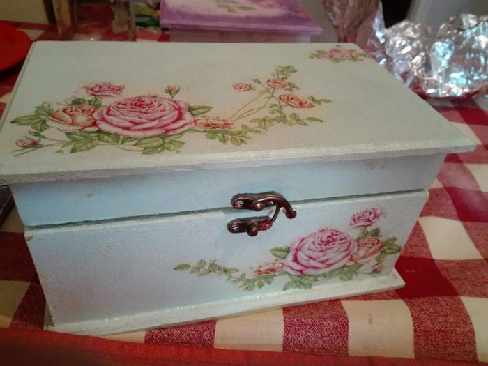 Kutija ukrasna odlicno ocuvana radjena dekupaz tehnika - Pancevo