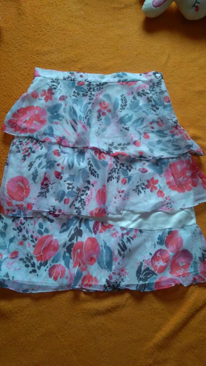 Potpuno nova markirana suknja do kolena prelepog modela