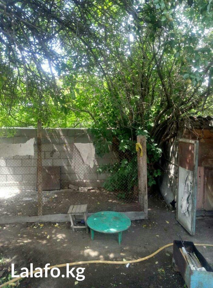 Дом барачного типа на Иссык- Куле в г. Балыкчи. Есть гараж, 2 огорода. в Бишкек